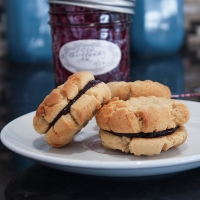 peanut butter and jelly sandwich cookies {with spiced blueberry jam}