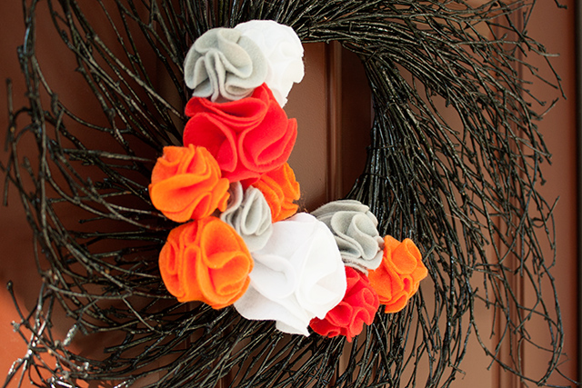 felt-flower-wreath