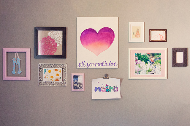 girls-gallery-wall