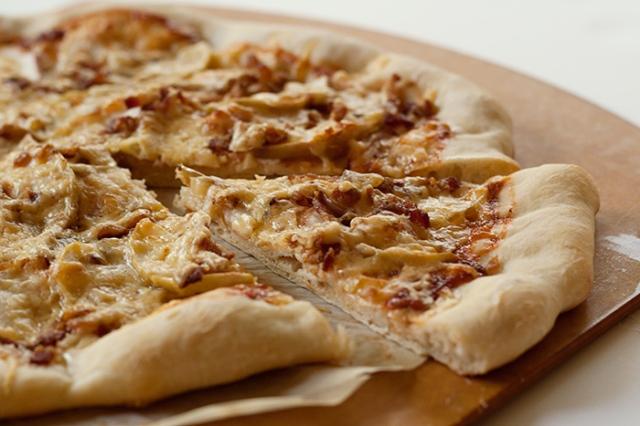 applecheddarbacon-pizza