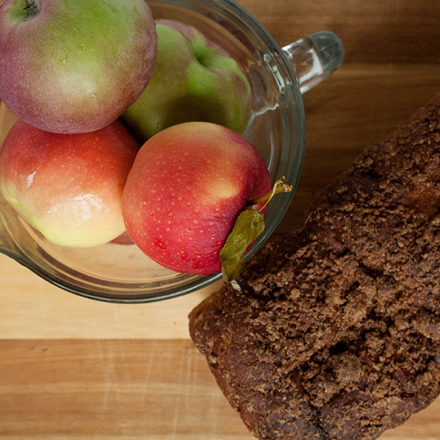 apples-and-bread