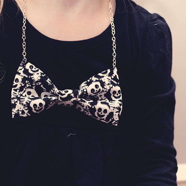 halloween-bow-necklace