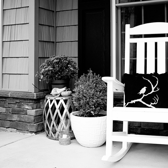 porch-black-and-white