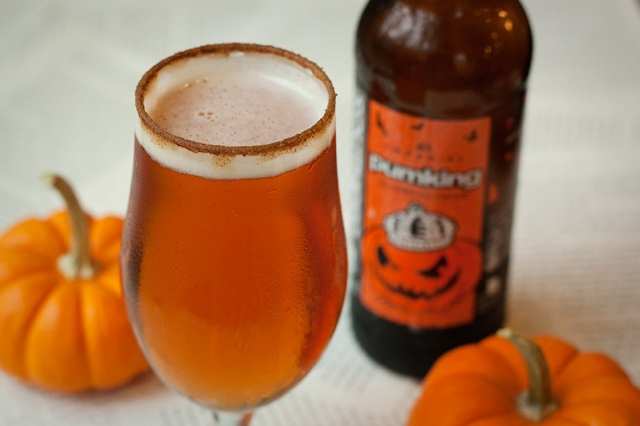 pumpkin-beer-with-pumpkin-spice-rim