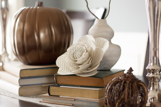 centerpiece-with-bookpage-flower