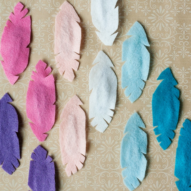 colored-felt-feathers