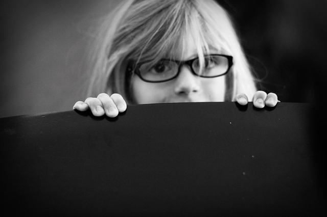 peeking-moira