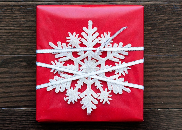 gift-wrap-with-snowflake